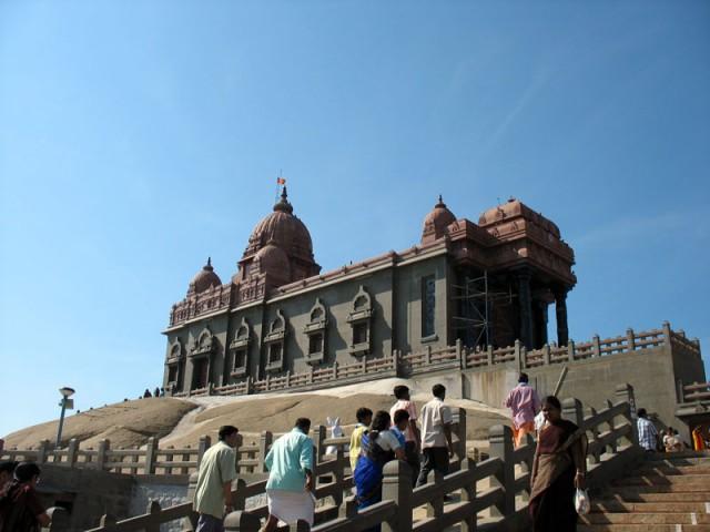 лестница в мемориал Вивекананды