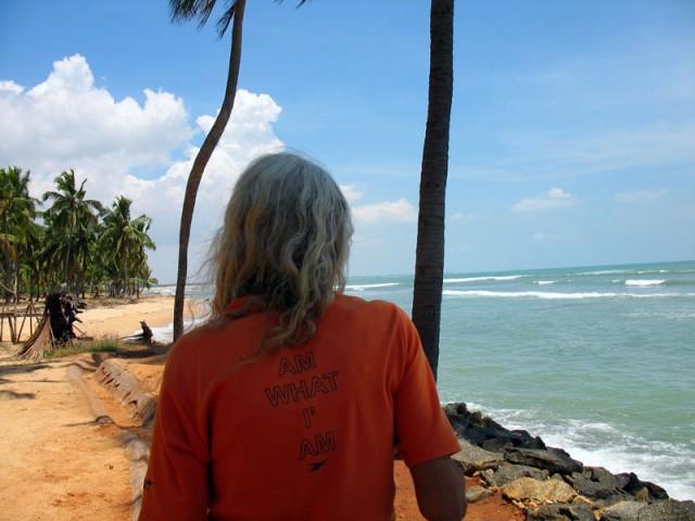 «Я тот, кто я есть» - надпись на футболке Дорин Дол, живущей в окрестностях Каньякумари уже больше 10 лет