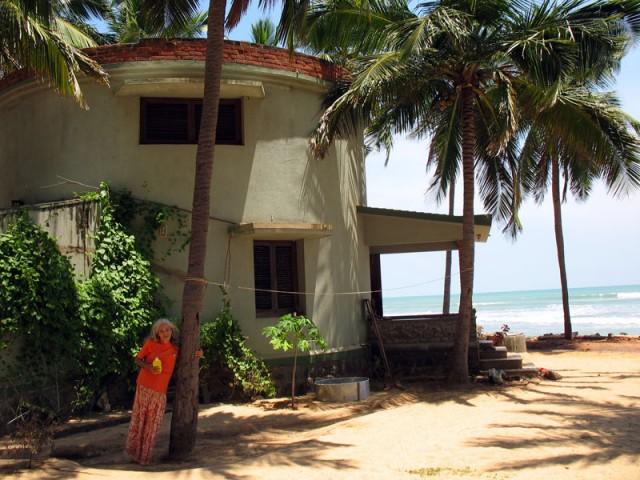Дорин и ее круглый дом, который спас ее от гибели во время цунами