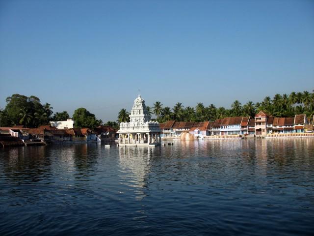 пруд около храма Сучиндрам