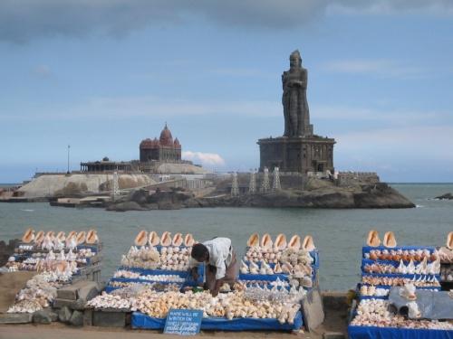 Каньякумари-крупный рынок торговли раковинами. Дешево.