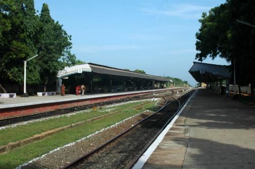 Маленький уютный железнодорожный вокзал