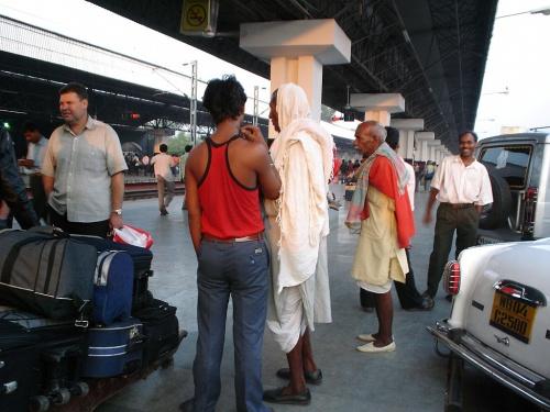 старички-носильщики в Калькутте