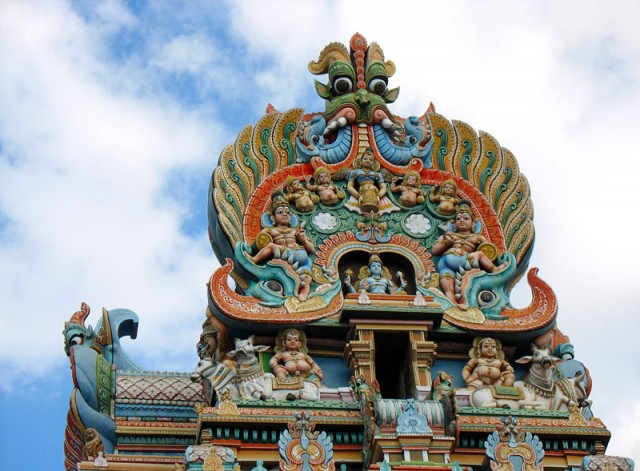 Вершина одной из гопур храма Минакши