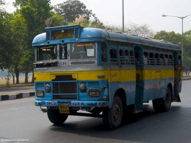 Городской автобус на улице Калькутты