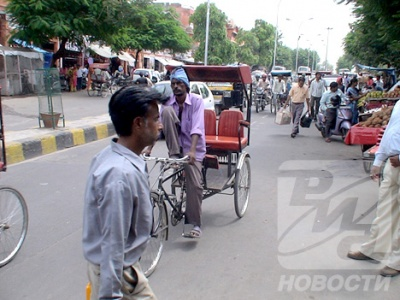 Наиболее распространенный вид транспорта во всей Индии – велорикши...