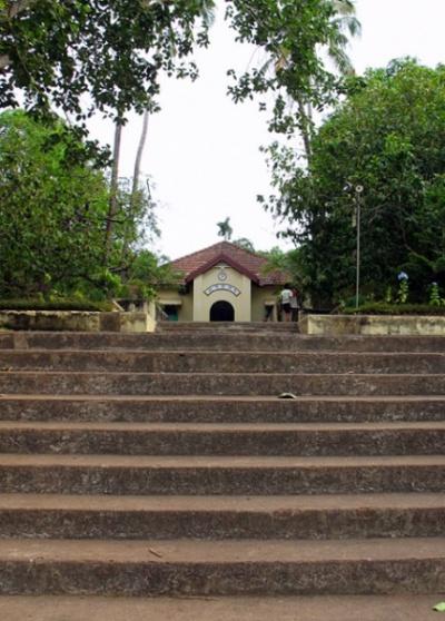Двери Ананда ашрама открыты для всех духовных искателей. Можно пожить здесь несколько дней и помедитировать