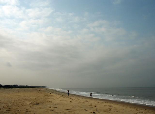 Пляж Бекал по левую сторону от Форта