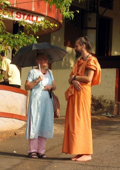 Встреча двух духовных искателей с Запада – американки и русского в Ананда ашраме недалеко от Каньянгада