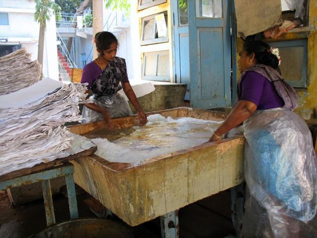 Работницы на бумажной фабрике. Пондичери