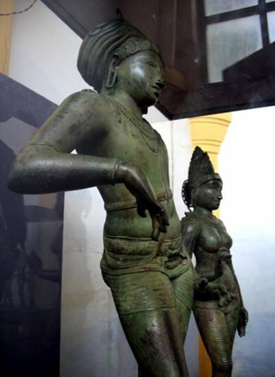 Шива и Парвати в художественной галерее в Танжавуре