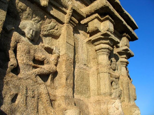 Храмы высекались из цельных скал, как огромные скульптуры