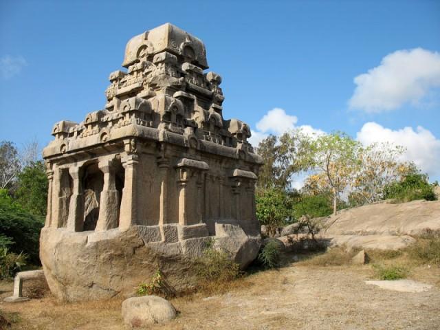 Снизу – камень, сверху – храм