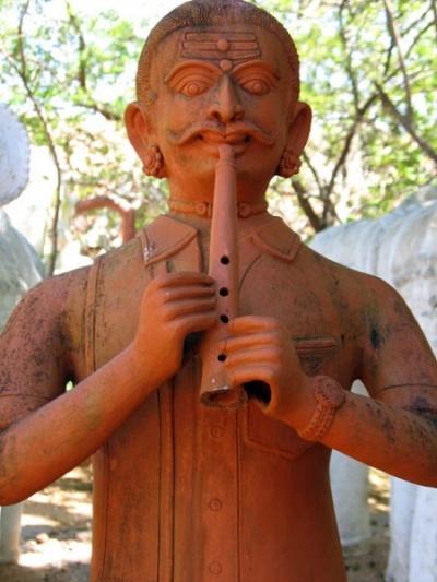 Фигурка музыканта в «Дакшиначитре»