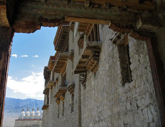 У входа во дворец Ше, Ладакх
