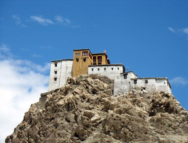 Вид на монастырь Тикси