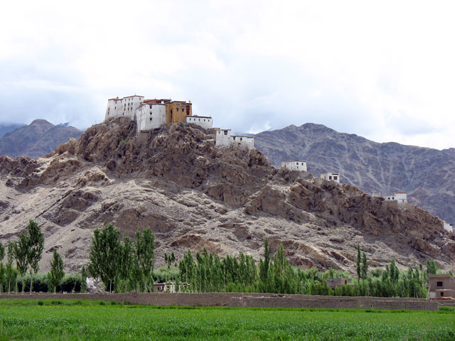 Вид на монастырь Тикси сбоку, Ладакх
