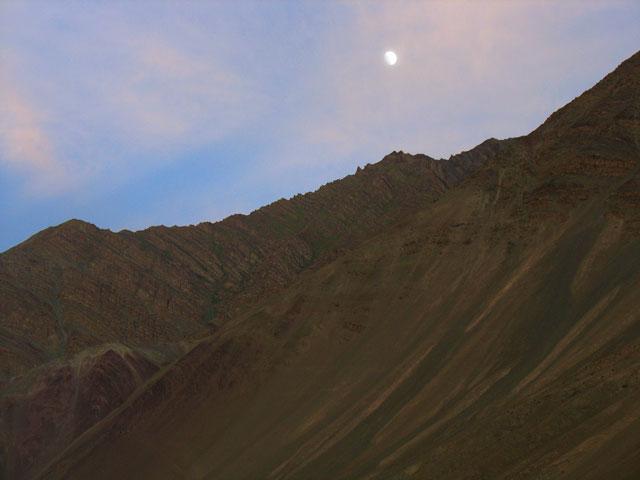 Луна и горы над Алчи, Ладакх