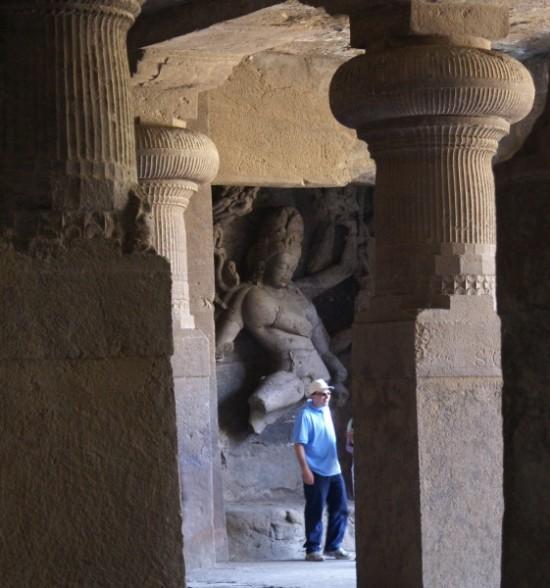 Западное панно ценральной пещеры. Танцующий Шива-Натарадажа (царь танца)