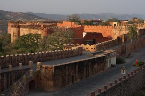 Форт Джайгарх (15 км от Джайпура) — одно из самых интересных военных укреплений Индии