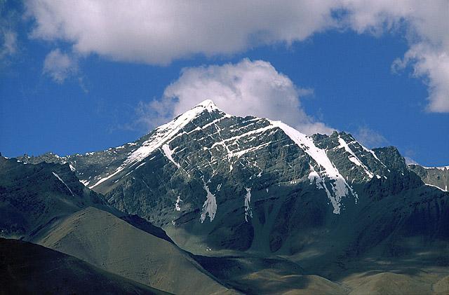 Вид на г. Сток-Кангри (6123 м) с пер. Мато-Ла.