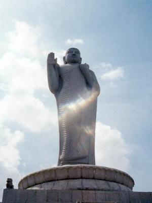 Статуя Будды в Хайдарабаде