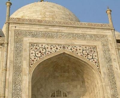Тадж-Махал вблизи. Все узоры - инкрустация драгоценными камнями.