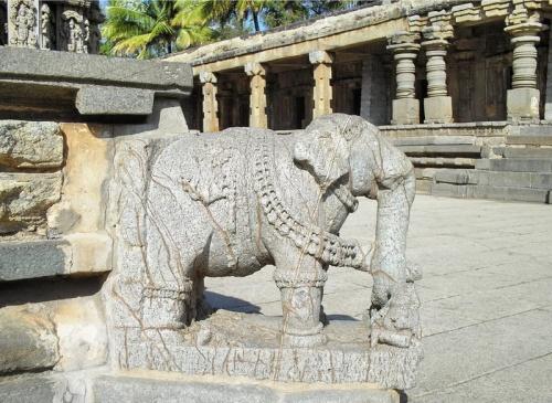 ...которую поддерживают слоники.