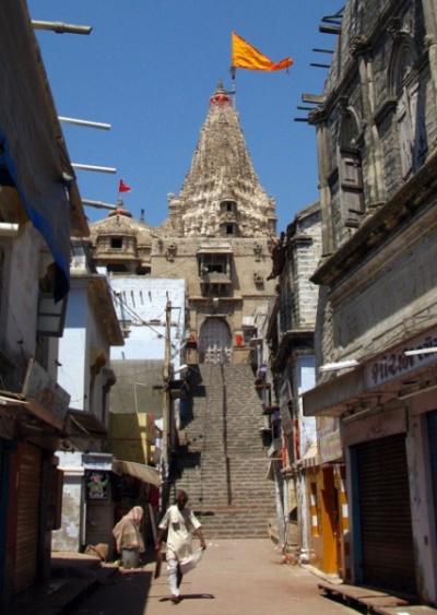 """Южный вход в храм Дваркадиш - Сварга Двара, """"Ворота в Небеса"""""""