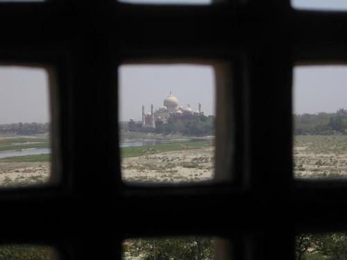 Создатель Тадж-Махала Шах-Джахан до последнего дня любовался усыпальницей любимой жены из тюрьмы, в которую его заточил собственный сын
