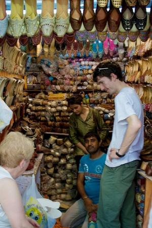Обувная лавка в Дели