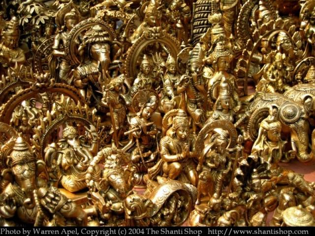 Бронзовые фигурки в сувенирной лавке, Индия