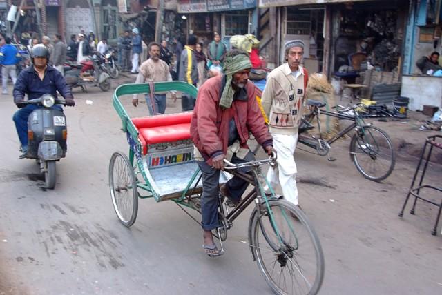 Дорожное движение на улицах Дели
