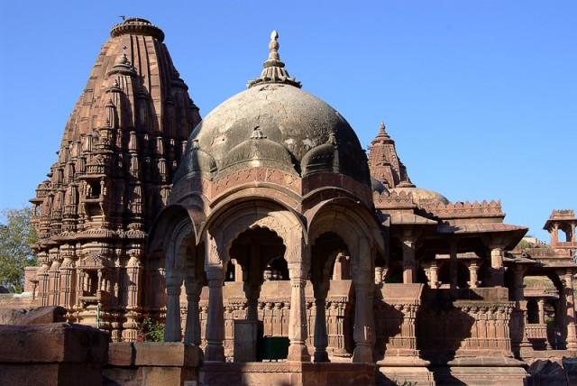 Комплекс индуистских храмов в садах Мандора