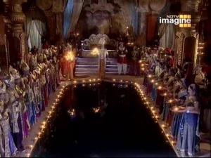 Кубера поклоняется золотому лотосу