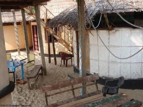 Алапуза, Си Шор, по 500 рупий за домик