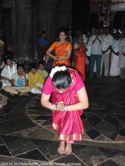 танцоры в храме