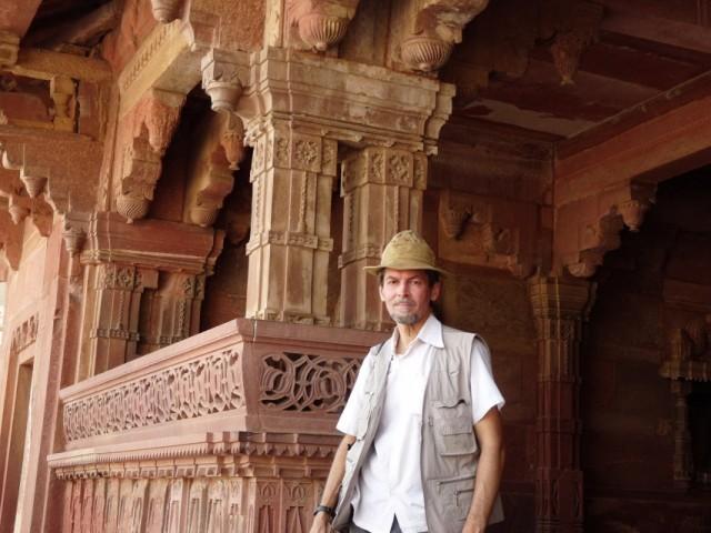 На ступенях древнего храма.