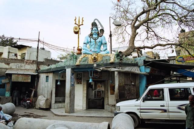 Где-то по улицам Дели.