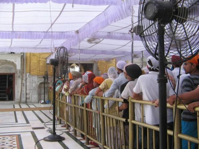 очередь в Золотой храм в Амритсаре