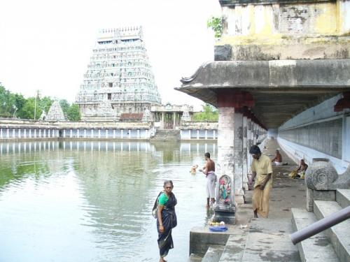 Священное озеро в Чидамбурамском темпле. Не плавать, не стирать...