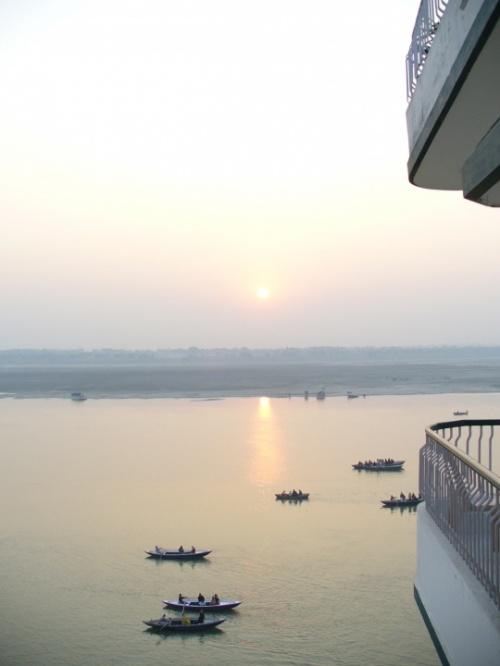 Варанаси. Рассвет на Ганге. вид из гостиничного номера