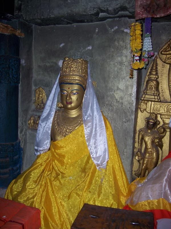 Бодхгая Статуи Семьи Будды в Храме рядом с Главным Храмом
