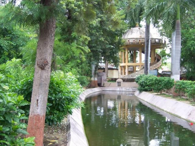 Сарнатх Парк и зоопарк около Храма Мулагандхути Вихар