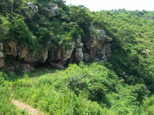 Раджгир Семь Пещер Саптапарни