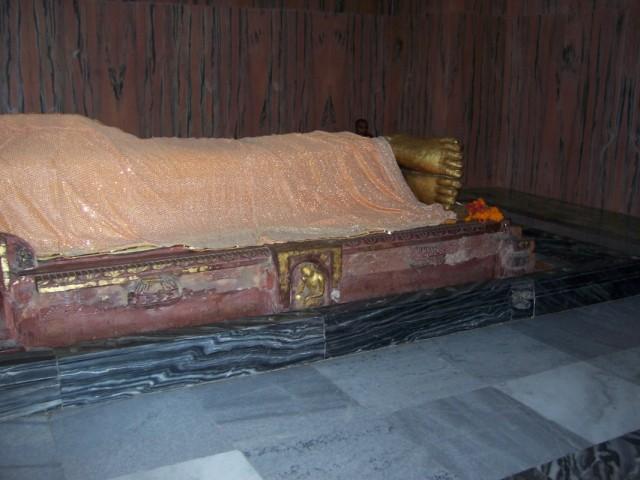 Кушинагар Статуя Будды в Храме Махапаранирваны Будды