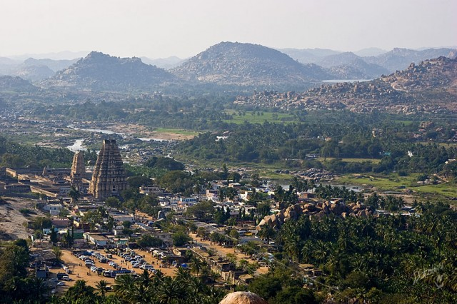 вид с Матанга Хилл на храм Вирупакши