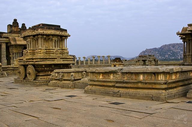 каменная колесница в храме Виджайя Виталы