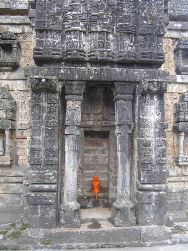 Одна из древних стен Кришна тэмпл