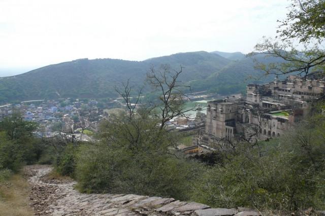 Вид с дороги форта на дворец